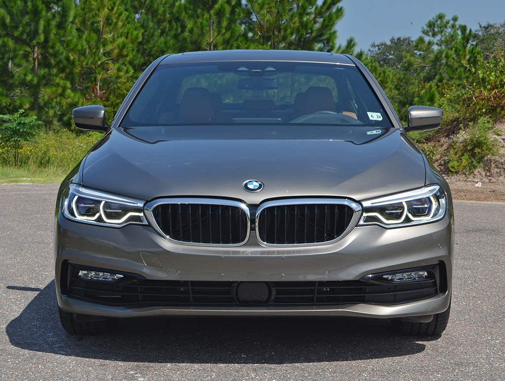 BMW 530e front view