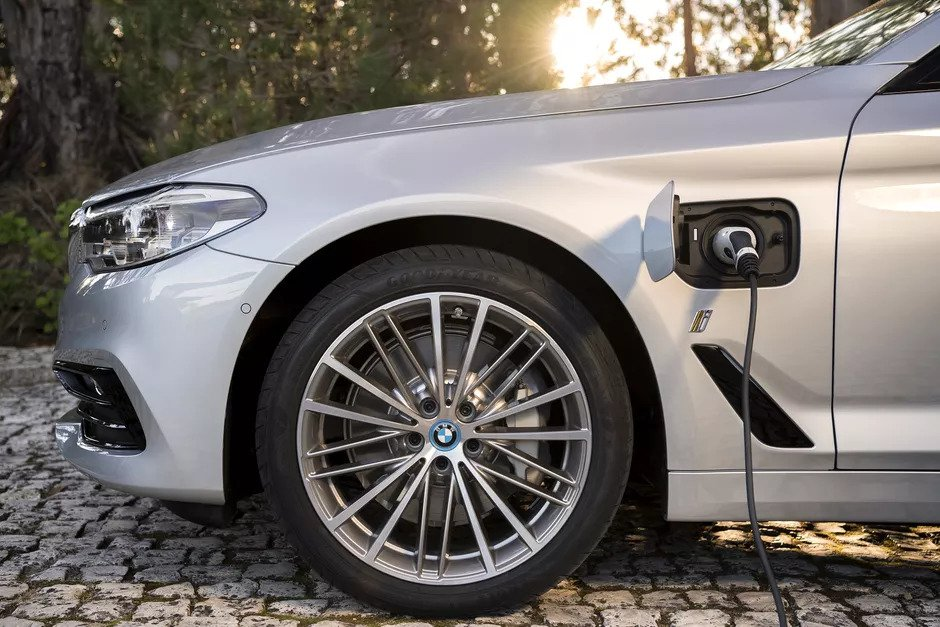 bmw 530e side view with wheels and charging point