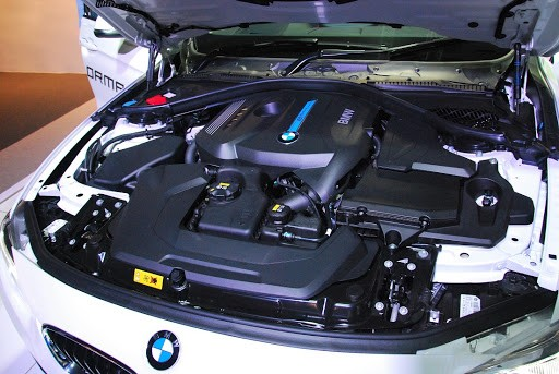 BMW 330e-Engine