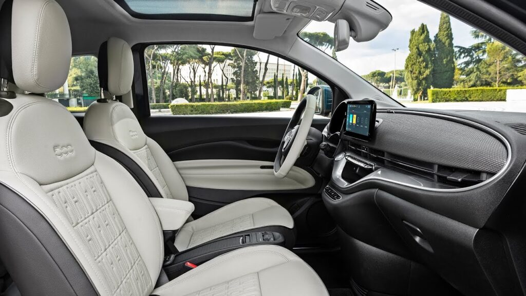 2021 Fiat 500 Fully Electric Interior