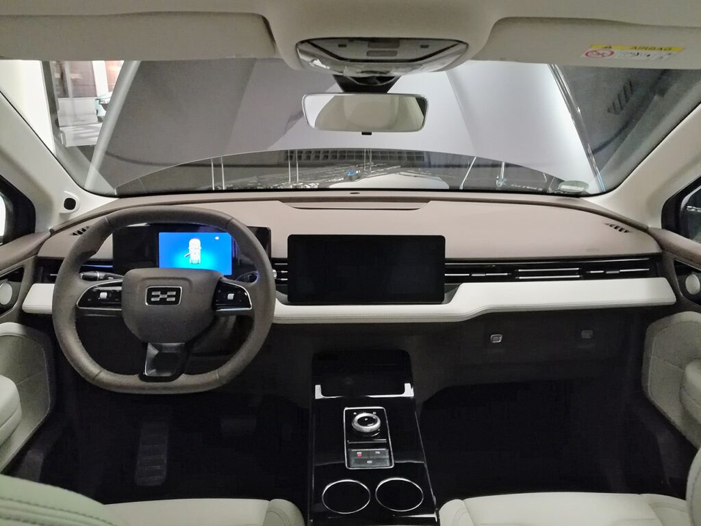 Interior - Less is more inside the Aiways U5
